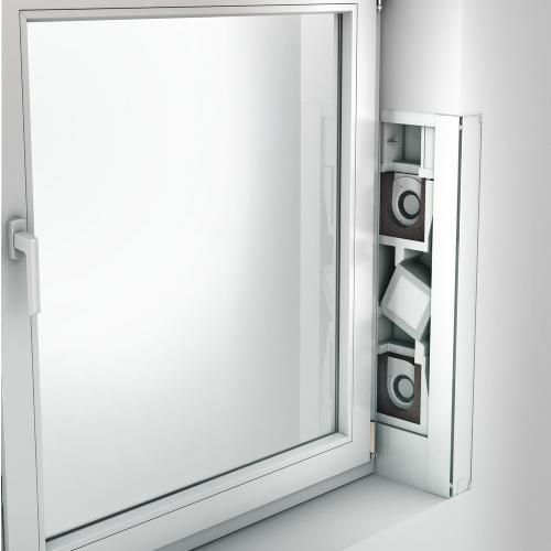 Fensterluefter AEROMAT VT mit Waermerückgewinnung vertikal mit neuer Frontblende