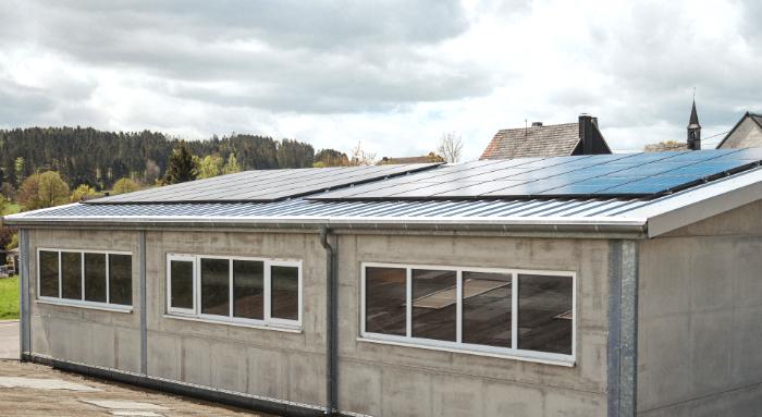 Von hinten: Joleka Werk mit Fotovoltaik-Anlage