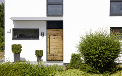 Türentrend 2018: Qualitätshaustür mit rustikaler Oberfläche aus Echtholz
