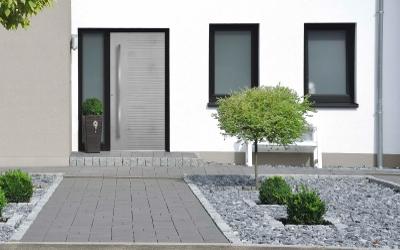 Haustüren-Trends: Naturwerkstoff Keramik & Beton-Look