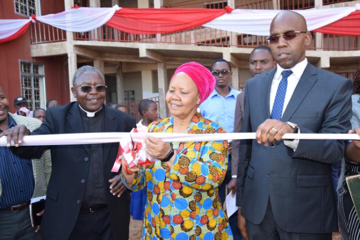 Eröffnungsfeier des Kinderhospitals Kirua