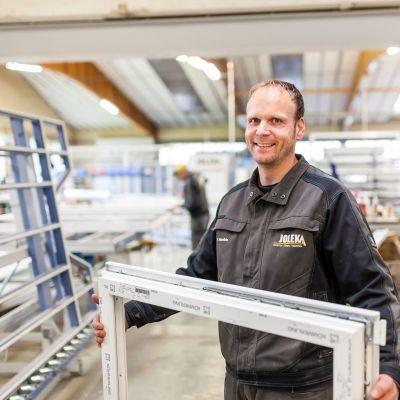 Produktionsmitarbeiter Fensterbau